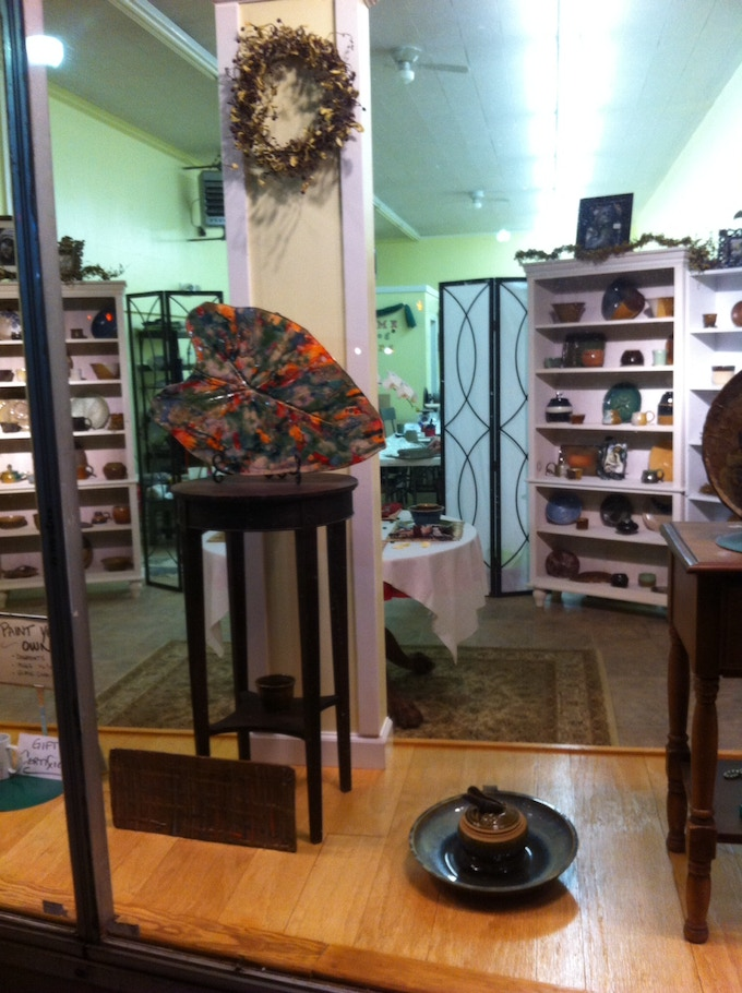 We have a lovely and relazed Gallery/Retail space where our Potters can go from Kiln to Showroom.