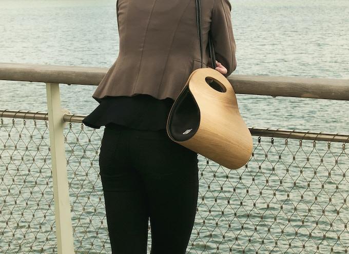 € 395,-- funding brings you the real wooden handbag as reward. Photo shows the American Oak version.