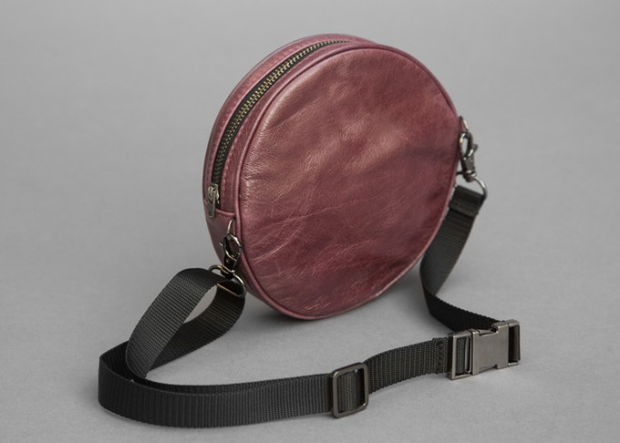 Circle Mollypack in color Wine