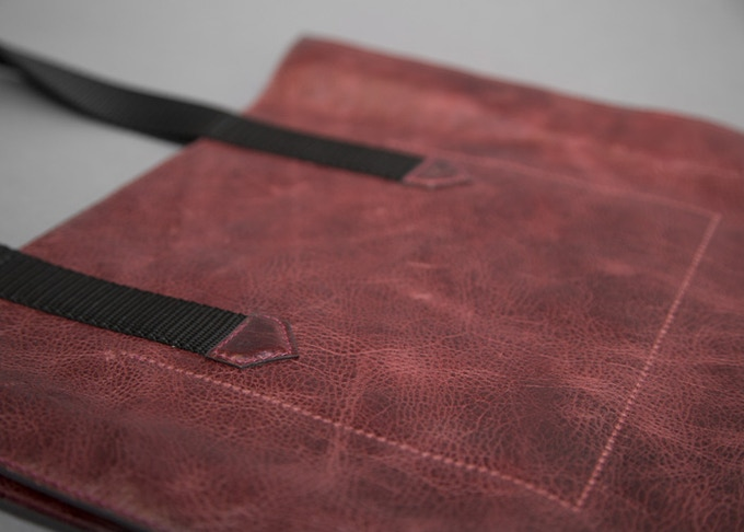 Leather Tote Bag in color Blackcherry