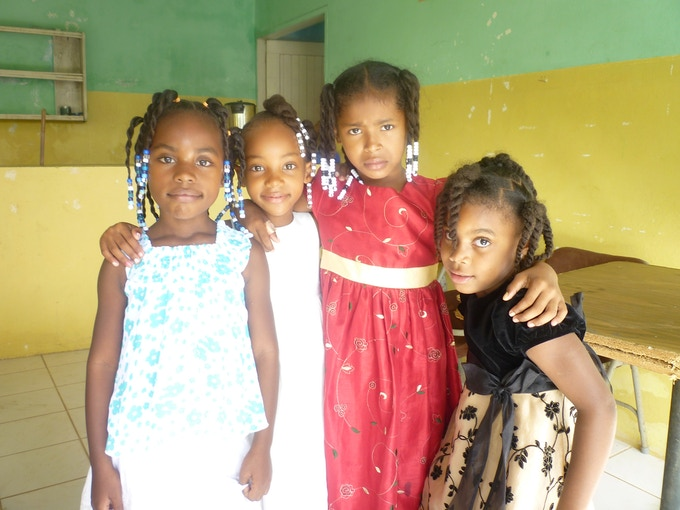Local children that Jamie and Holly met on the island of Roatan.