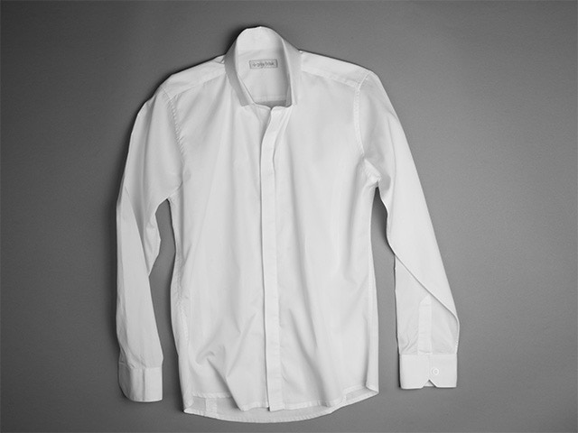 Concealed placket buttons make it easy to dress the Basik Shirt up or down