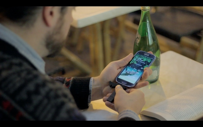 bKey charging a Samsung Galaxy S3