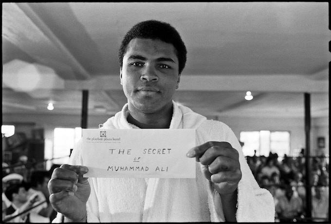 < I > Ali shows off his 'secret'