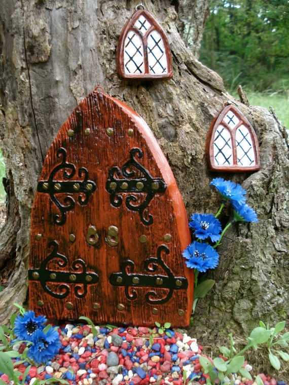 Scrunching Door with 2 Pixie windows