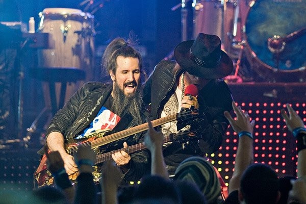 Bumblefoot in concert with G n R