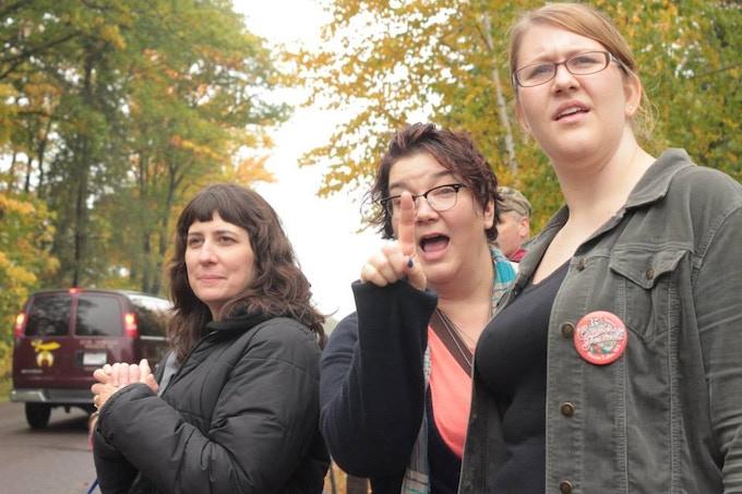 Maureen, Samantha and Emily watch the parade!