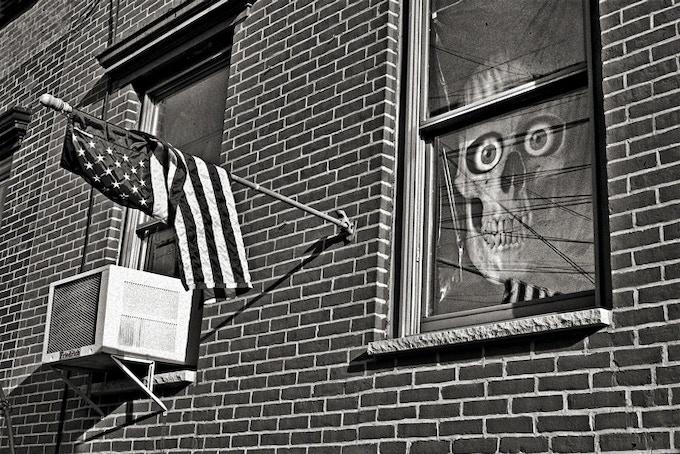 86_009_Flag + Skull, New York City. 2009 (pg 175)