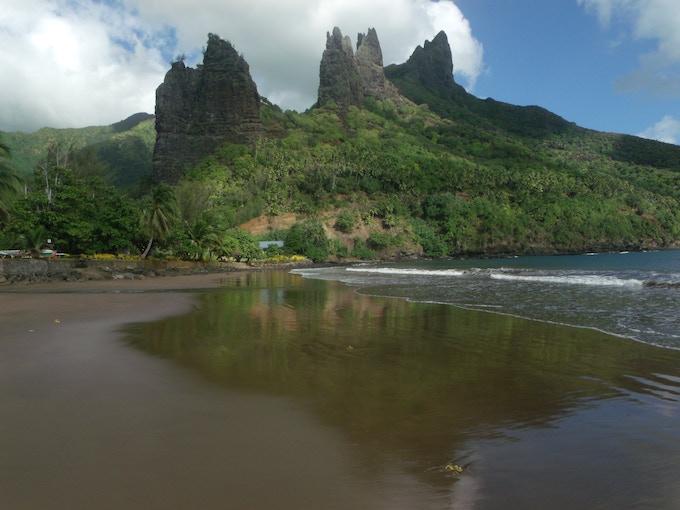 Hatiheu coastline, Hiva Oa (photo by A. Edwards)