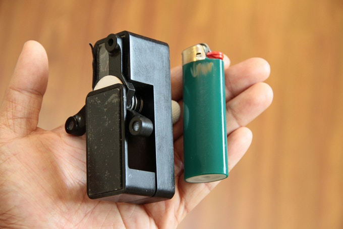 Size comparison of microscope with standard lighter