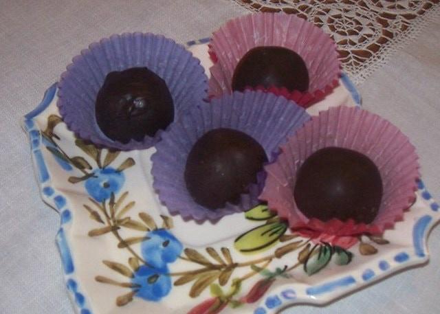 Belgian Dark Chocolate Truffles- I also love infusing these with different ingredients.  Brandy, Cinnamon/Chili, Irish Cream, Fresh Strawberry puree, Fresh Colorado Peach puree and Fresh Rosehips.