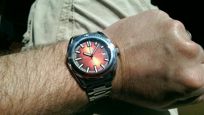 The sunburst effect on the Orthos dial changes its color depending on how it catches the light...