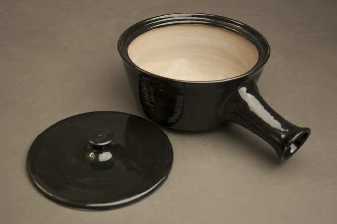 Ceramic Pot hand thrown in the wheel by Hannie Goldgewicht