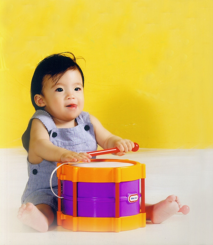 Why use a small photo frame on your desk?  A baby photo Message Board shows your child and performs a functional role in your space.