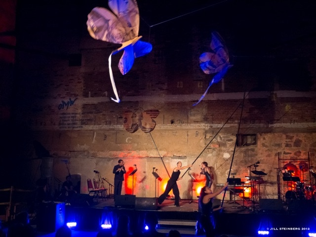 OMW's Skyful (voted best performance of the year by NY Magazine). Erika Harrsch's kite installation Inverted Sky, with flutists Claire Chase and Eric Lamb. Music by Julian Wachner and Mario Diaz de Leon. © Jill Steinberg