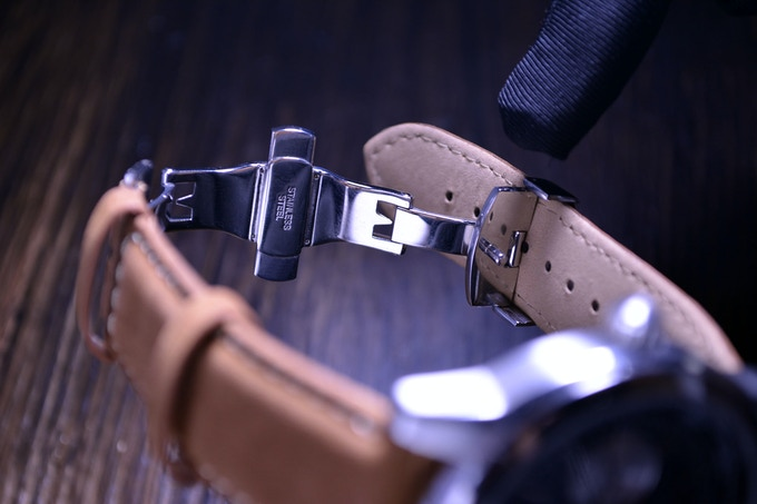 Using a butterfly clasp can also keep your leather watch band from unnecessary wear and tear, helping your time piece to last longer.