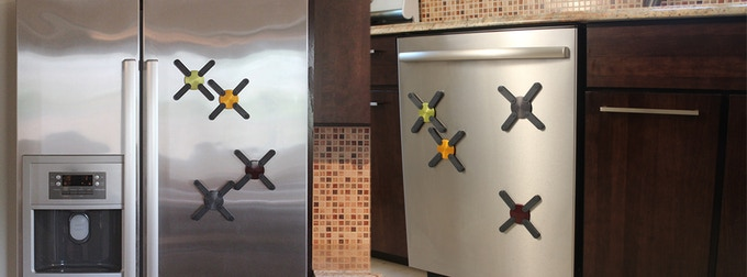 A magnet inside allows for easy storage – stick it on your fridge, dishwasher or any metal surface.