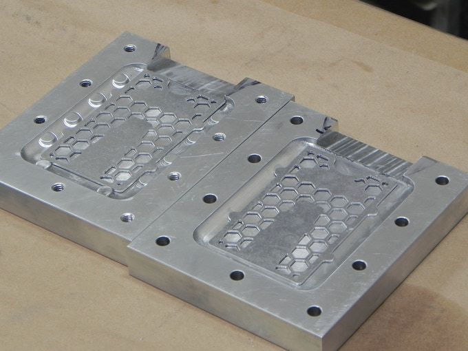 Checking molds with machine plates