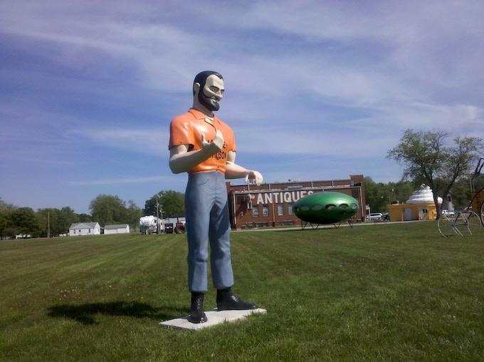 A 14 foot tall Muffler Man model in Livingston, IL
