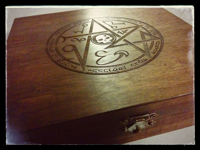 The Undead Domination Kit comes in a hinged wood box, etched with the Legendre Sigil of Undead Mastery.