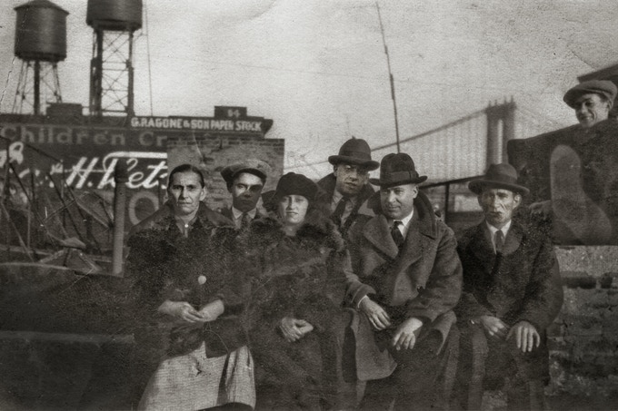 Immigrants recently arrived from Galicia (La Coruña), Lower East Side, NY, c. 1925 (Alonso/Sánchez)