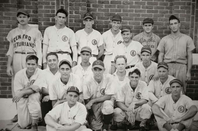 Equipo de béisbol del Centro Asturiano de Tampa, Florida. 1930s (C.A. Tampa, Fl)
