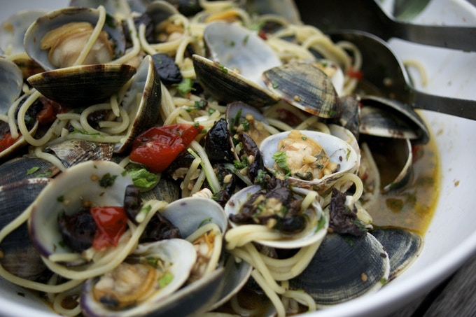 spaghetti with clams, garlic, tomatoes and oil-cured olives