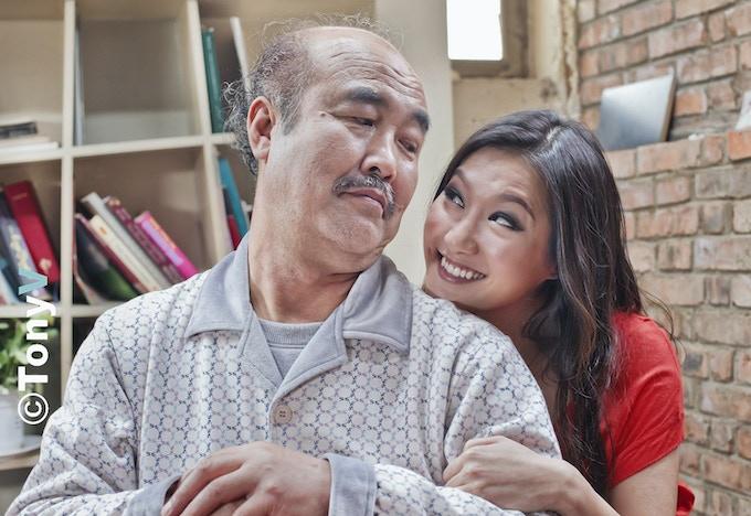 Mr. Lee (Fu Hongjun) and Lingling (Kara Wang)