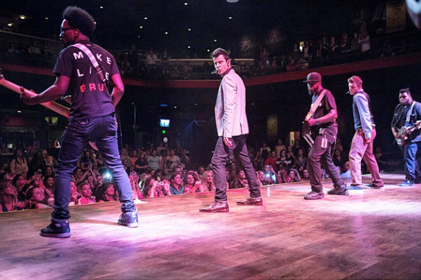 Keithen and Sean on tour with Jordan Knight and Nick Carter.               Photo credit @briandohertyphoto