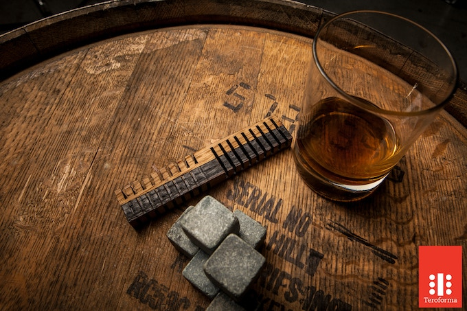 The Original Whisky Stones®, Classic set of 6 hand crafted in Vermont, CT and 2 Whiskey Elements. www.whiskystones.com