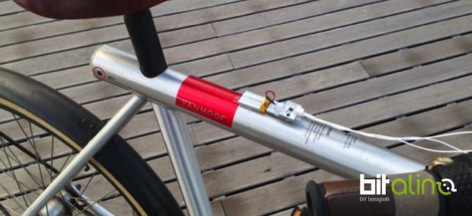 Heart rate monitoring bicycle handlebars