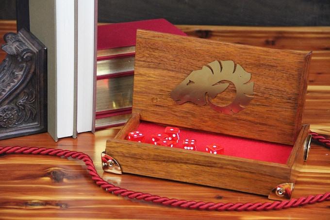 Jatoba, Natural finish, red felt, Ram symbol, Rounded Brass corners