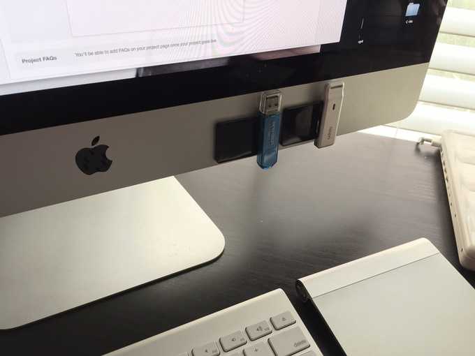 USB holder on iMac