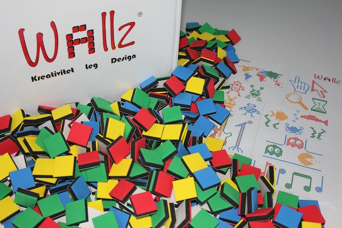 Combi 1; 400 cubes in red, green, blue and yellow.