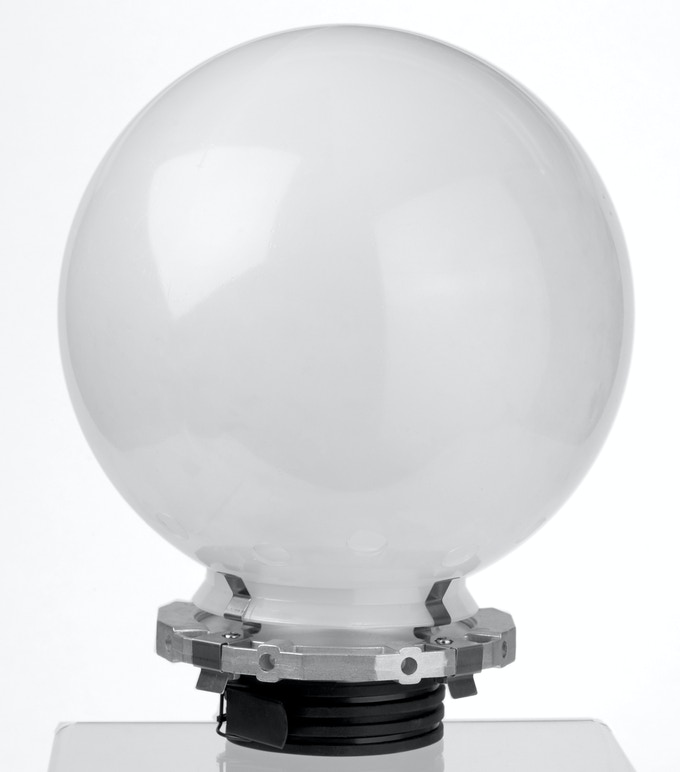 Profoto Globe modifier served as inspiration to create a beautiful, spherical lightsource for speedlite flashes
