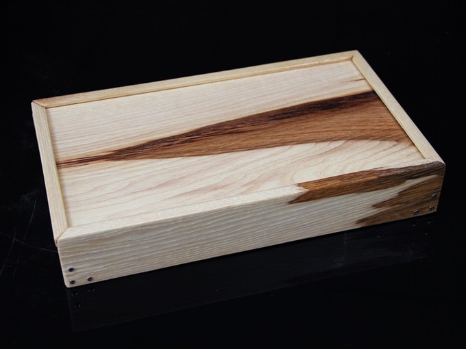 HICKORY. Extremely tough and resilient species native to Eastern USA. This piece has particularly dramatic contrast between the early and late growth wood.