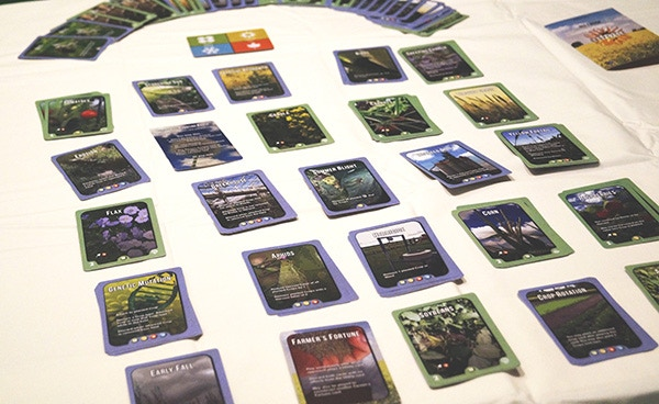 50 Crop Cards, 45 Utility Cards, 8 Farmer's Fortune Cards, 1 Reference Card, 1 Seasons Card