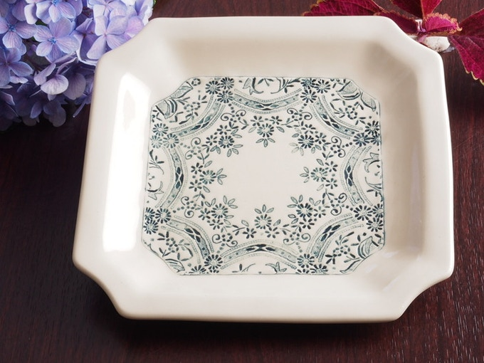 Lace artistry in stoneware