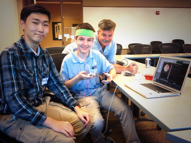 Youngster brain hackers workin with OpenBCI at #AFLabHack @AFlabhack @davecaraway pic.twitter.com/ESBlZtH491