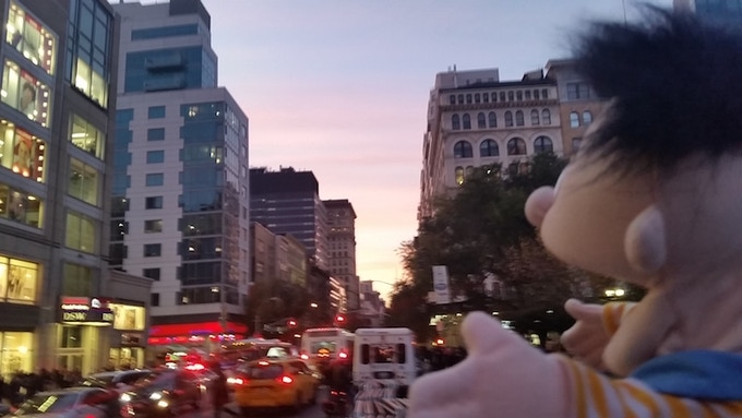 Bright lights! Big city! Small me!