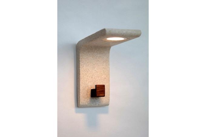 Extrude wall lamp with wallnut hook
