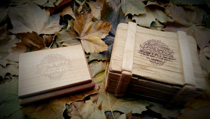 2 variants of engraved wooden boxes
