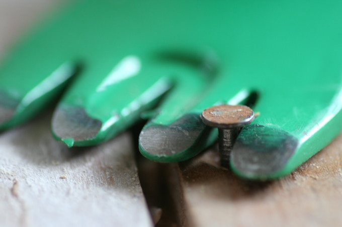 Multiple grooves and rounded tips allow you to efficiently align and pull nails. Click for a video.