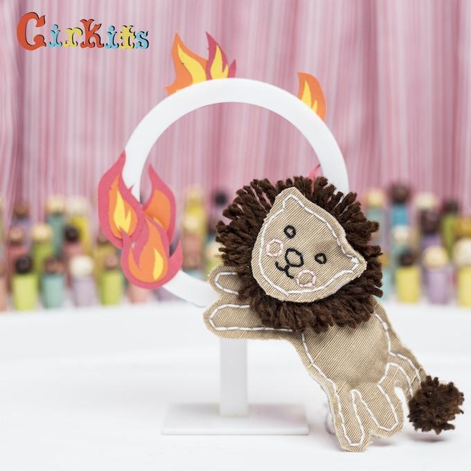 Lion: hoop flickers
