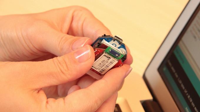 Plug a wireless shield to make an ultra-compact wireless autonomous microsystem