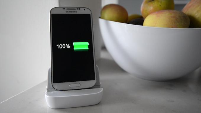 Andromium dock charging the smarthphone
