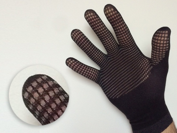 FLUX mesh opens to promote sweat evaporation