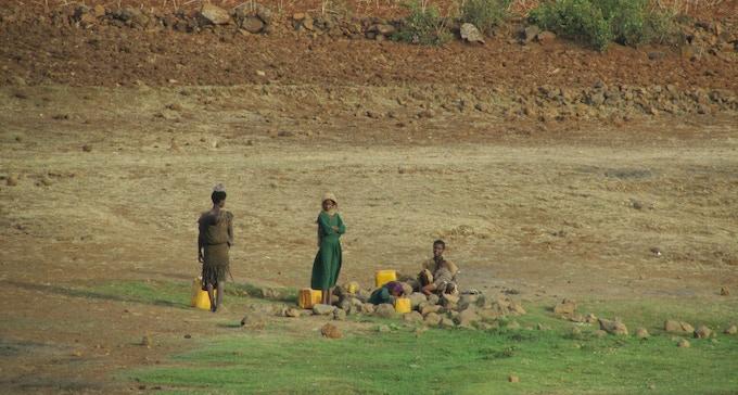 Women gathering water - Ethiopia - 2012