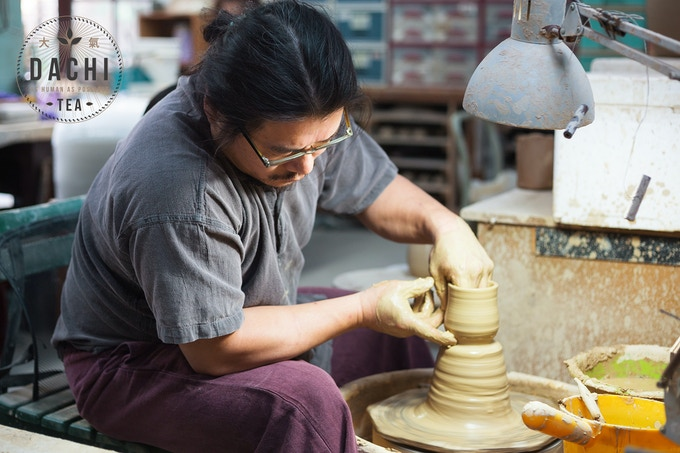 Lin Yi-jie crafting our tea ware collection in his workshop