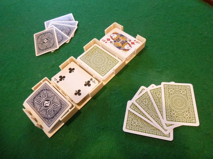 You can join two or more Card Caddies together to manage multiple stacks of cards